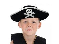 Černý pirátský klobouk s bílým znakem