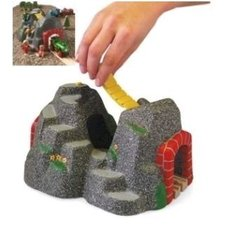 Kamenný tunel se zvukovým systémem